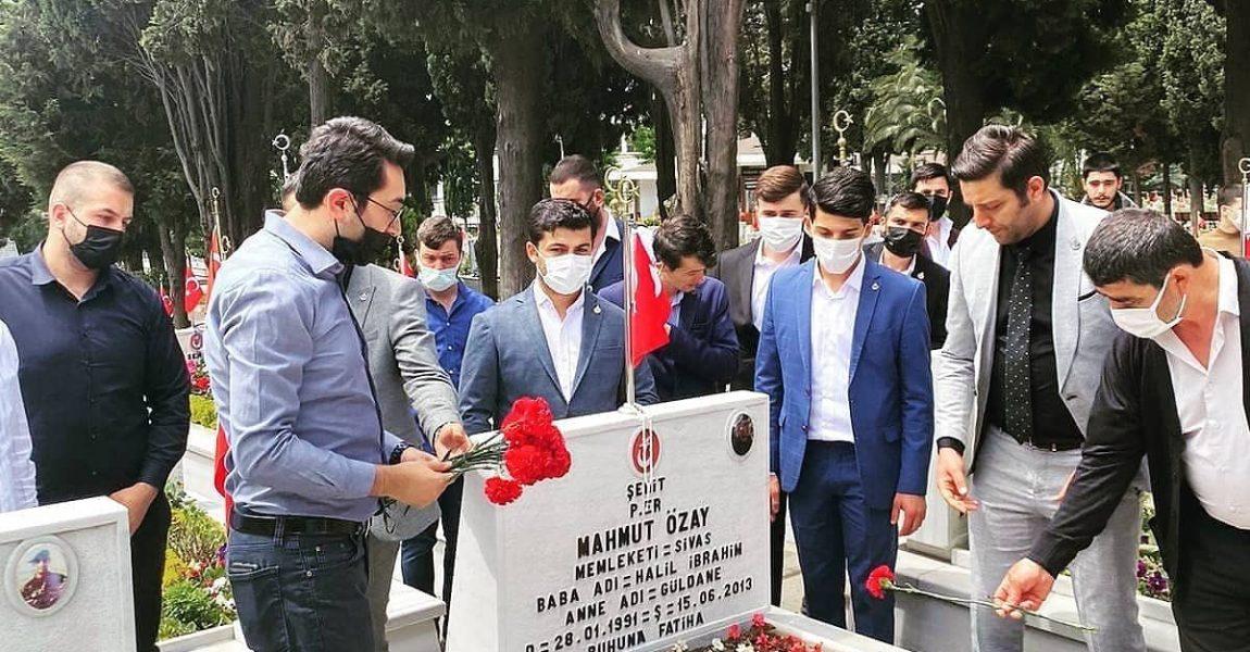 Bayramda : Edirnekapı şehitliğini ziyaret ettik